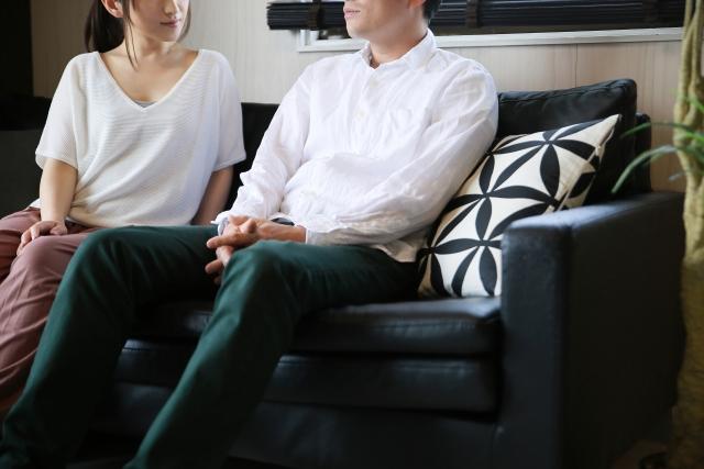 妻はラブホテルに行った後、男性を自宅に招き入れていました